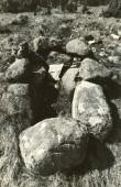 Kivikalme reg nr 12424 (76-k)- põhjast. Foto: E. Väljal, 11.05.1982. (Muinsuskaitseameti arhiiv).