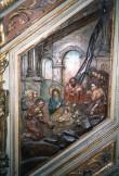 """Kantsel kõlaräästaga. Annetatud 1597 (puit, polükroomia). Reljeef """"Jeesuse sünd"""" trepirinnatisel. Foto: J.Heinla 2002"""