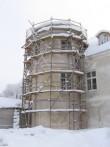 vaade restaureeritavale fassaadile, põhajapoolsele tornile. Vaade läänest- pargi poolt.  autor: Anne Kaldam aeg: 17.02.2010.
