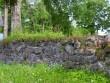 Piirdemüürid puuviljaaia kõrval  Riina Pau 07.06.2005