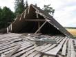 Udriku mõisa karjalaut 2, reg. nr. 15685, vaade varisenud katusele. vaade müüri pealt  autor: Ingmar Noorlaid aeg: 19.08.2010.