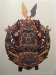 C. J. v. Hüenegeni (Hüene) vappepitaaf. Umb. 1743 (puit, polükroomia). Foto: Toomkiriku vapitöökoda 2003