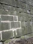 Lõunabastioni edelaseinal säilinud originaalne eskarpmüüritis. Proovivuukimine bastionide 2010-2015 a. restaureerimistöödel.  Foto: M.Koppel 2010