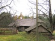 uustalu elumaja reg.nr.15878, vaade idast - möödasõidu teelt, ees kaitseall olev kelder  Autor Anne Kaldam  Kuupäev  22.10.2010