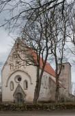 Vaade kirikule läänest. Foto: L.Hansar 2004