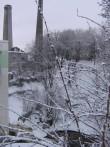 Kunda tsemendivabriku Dietz-ahju korsten nr 2, reg. nr. 28730, taamal korsten, vaade üle jõe idast  autor: Anne Kaldam aeg: 19.01.2011