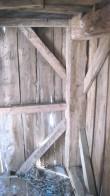 Tuuliku 1. korruse sisevaade. Kereraamistik on valmistatud ainult kirve abil.  Foto: M.Koppel 2011