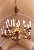 Kroonlühter kahekümne tulega. 19. saj. (pronks, valatud) Foto: Jaanus Heinla, 2003
