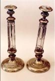 Küünlajalg. 19. saj. (messing, valatud, hõbetamise jäljed, kristallklaas, lihvitud), koos paarikuga. Foto: Jaanus Heinla, 2003