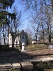 Haljala kirikuaed, reg nr 5761. Vaade põhjapoolsele osale ja Alexander von Schubertile ehitatud kabelile. Foto: Anne Kaldam, 28.03.2007.
