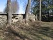 Haljala kirikuaia piirdemüür :15648 vaade põhjapoolsele piirdeaia lõunapoolsele küljele.o  Autor Anne Kaldam  Kuupäev  09.04.2007