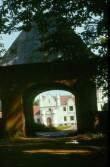 Vaade Alatskivi mõisa väravaehitisele. Foto: A. Joonsaar 1985