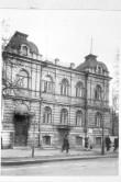 """Hoone, end. """"Tööliste Maja, kus aastail 1923-1933 asusid revolutsioonilised töölisorganisatsioonid, maja välisvaade. Foto: A. Alla, 1960"""