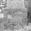 Monument Paide linna vallutamisel 1573. a. langenud vene sõduritele, vaade aastaarvule. Foto: E. Väljal 1984