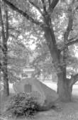 1805. a. Talurahvarahutuste koht, mälestuskivi. Foto: E. Väljal 1985