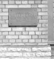 Maja, kus aastail  1946-1964 elas Villem Kapp. Mälestustahvel. Foto: V. Ahonen 1987