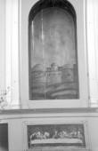 Maaling altariniššis ja vanal altarikapil.