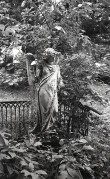 Hauamonument perekond Schubertite matuseplatsil. Foto: Veljo Ranniku 1964