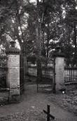 Von Pahlenite perekonna matuseplatsi värav. Foto: Veljo Ranniku 1964