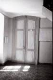 Uks Aruküla mõisa peahoone fuajees. Foto: Veljo Ranniku 1968