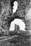 Vaade Laiuse linnuse O tornile läbi peavärava (NW) Foto: V. Ranniku 1960