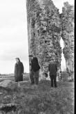 Inimesed Laiuse ordulinnuse varemete juures Foto: V. Ranniku 1960