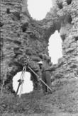 Vastseliina piiskopilinnus. Mõõdistamine kagutornis. Foto: V. Rannik 1960