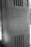 Juhan Liivi hauasamba tagakülje tekst. Alatskivi surnuaed. Foto: V. Ranniku 1960