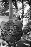 Von der Pahlenite vapp perekonnakalmistu väraval Ilumäel. Foto: V. Ranniku 1960