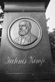 Jānis Cimze hauamonument Luke kihelkonna kalmistul. Foto: V. Ranniku 1972